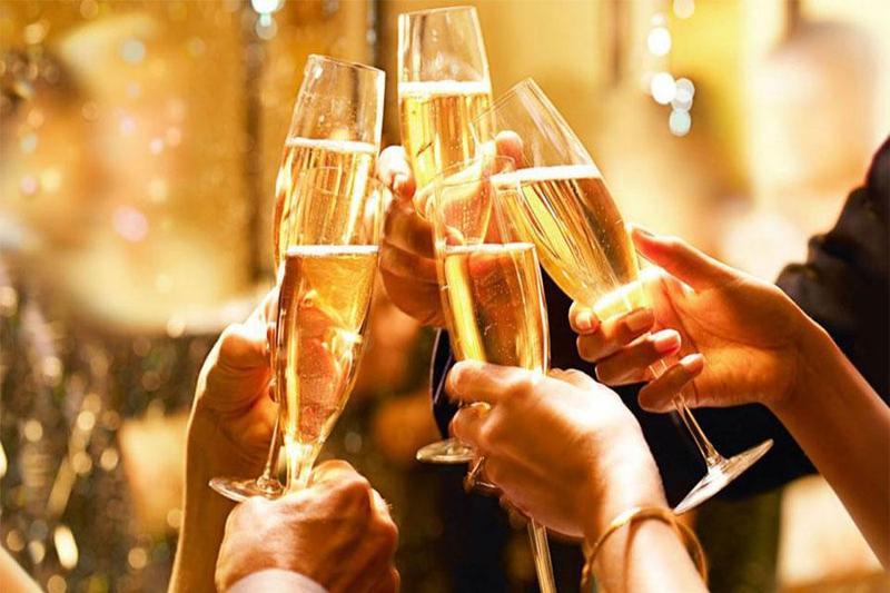 Lên kế hoạch tổ chức tiệc liên hoan cuối năm công ty ấn tượng nhất