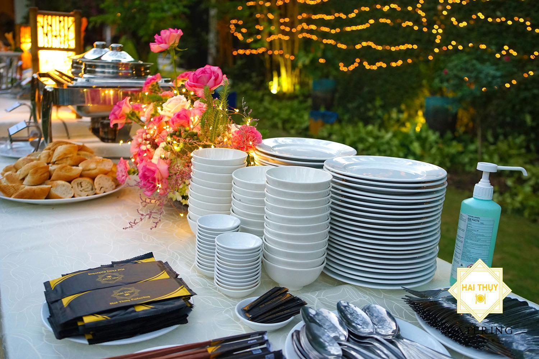 Bàn tiệc buffet thơm ngon tươm tất