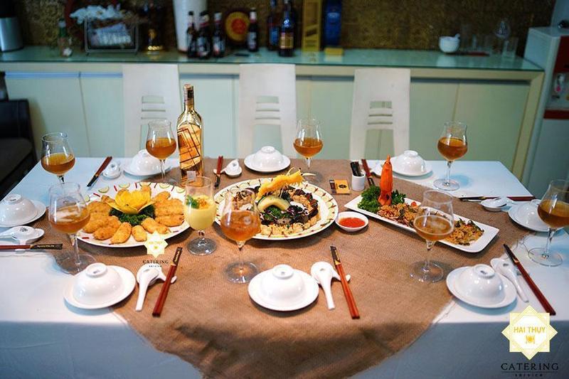 Đặt 1 bàn tiệc thơm ngon đủ đầy ngay tại nhà cùng Hai Thụy Catering
